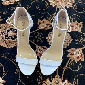 Amazon Dream Paris high heel shoes size 8/2